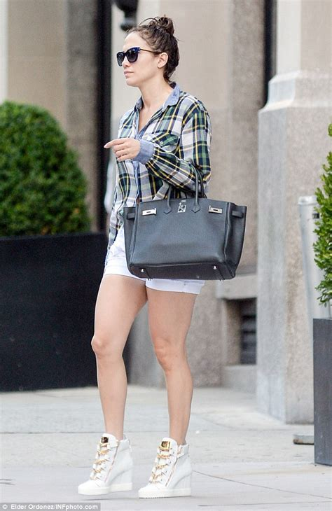 Jennifer Lopez Perfect Summer Casual Style for Less